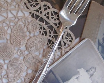 Fork - Silver Plate Large Serving Pastry Meat Fork - Queen Elizabeth 1909 Pattern RARE - MINT