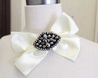 Ivory color beaded  bow   applique with back pin 1 piece listing