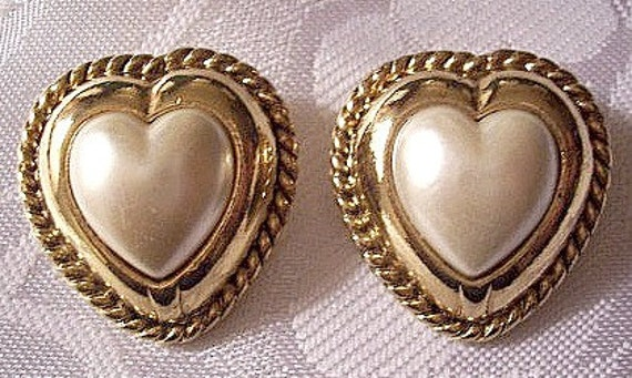 Heart Pearl Pierced Post Earrings Gold Tone Layered Rope Trim Satin Smooth