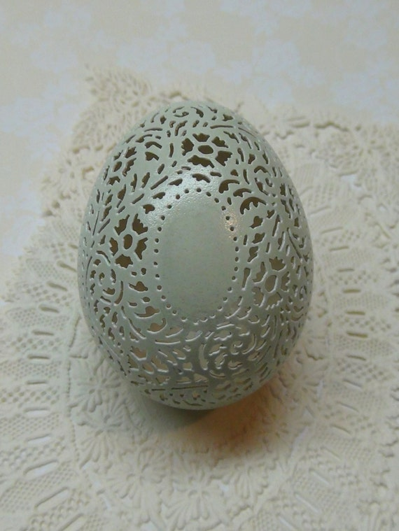 Hand Carved Victorian Lace Green Chicken Egg: Oval Medalion