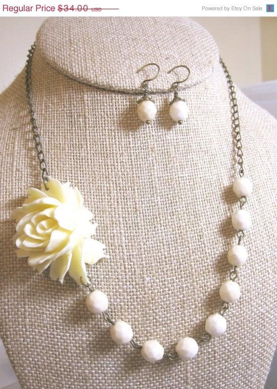 Ivory Necklace Flower Necklace Wedding Jewelry Bridesmaid Jewelry Bridal Necklace