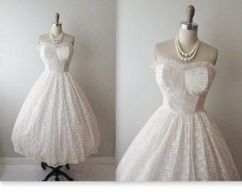 50s Wedding Dress // Vintage 1950s Strapless White Lace Wedding Dress Gown XS