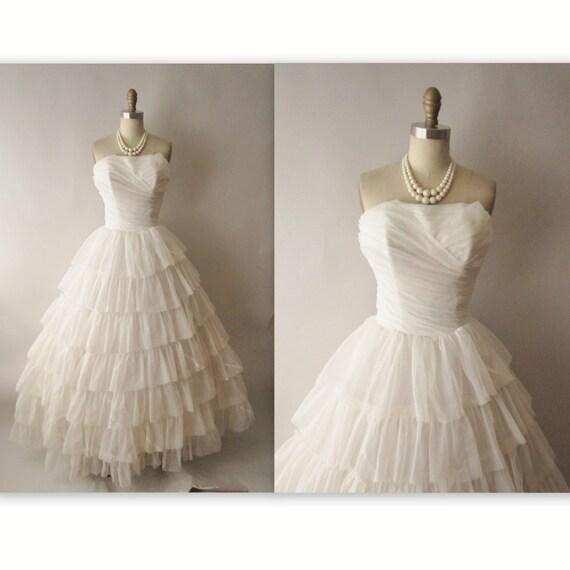 50's Wedding Dress // Vintage 1950's Strapless Off