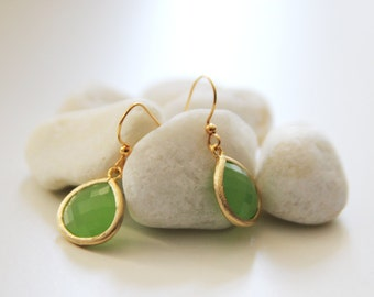 Apple Ice - Apple Green Glass Earrings in Gold. Everyday Wear. Modern Chic. Bridemaids Gift. Wedding Attire (SER-47)