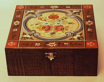 Wooden box with kleister painting