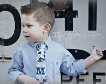 Boys Mickey Mouse neck tie.