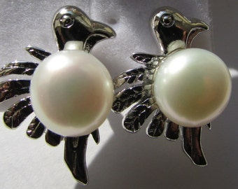 Lovely Smooth Round White Potato Fresh Water Pearl Bird Silver Stud Earrings