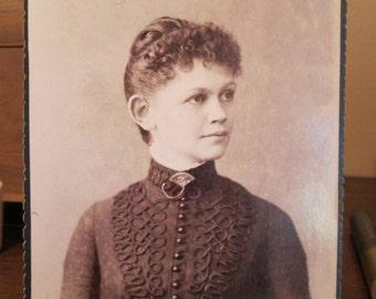 Cabinet Photo Woman of Portland , Maine - Fan Brooch