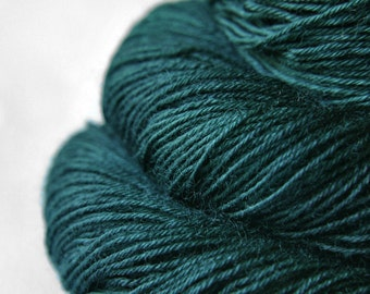 Giant clam closing forever - BFL Sock Yarn Superwash - LSOH