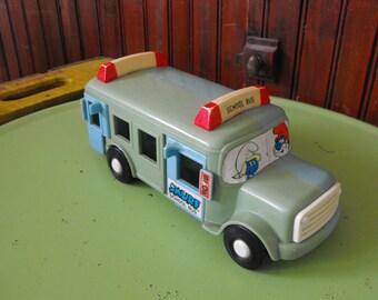 Vintage 1982 Peyo Illco Smurf School Bus Pre-School Toy