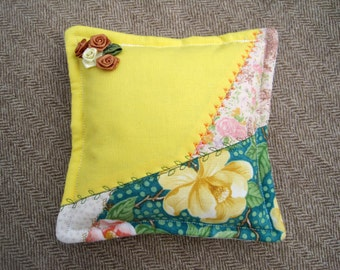 """Pin Cushion Crazy Quilt Pattern 5 1/2"""" Square"""