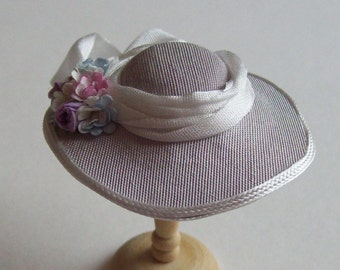Pretty 1/12 scale handmade dollshouse miniature pale lavender silk hat