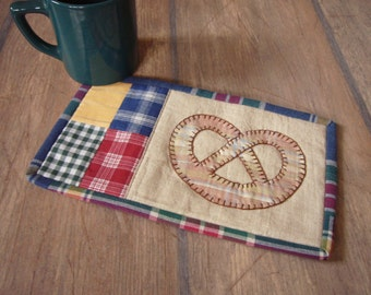 Country bretzel mug rug pattern, application hand stitched INSTANT DOWNLOAD PDF
