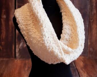 Crochet Mobius Wide Cowl. Mobius scarf Ivory.Crochet Cowl .Infinity scarf Vanilla