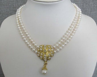 White Freshwater Pearls Necklace  with Rhinestone and Pearl Pendant