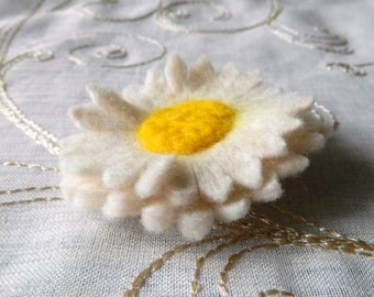 Daisy Flower Pin Brooch Handmade Felt White and Yellow Fabric Textile