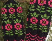 Finely Hand Knitted Seto (Estonian) Mittens in Siberian style with Flowers