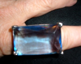 huge faceted clear blue glass filagreed silver tone ring sz