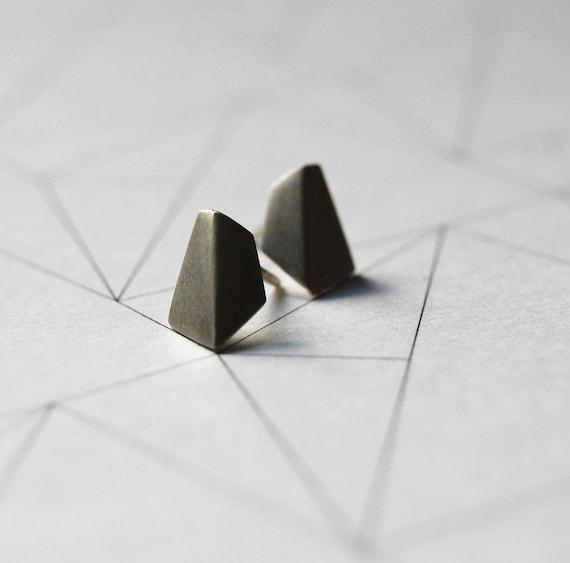 Silver stud earrings geometric // Les géométriques