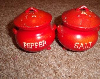 vintage salt pepper shaker red kettles