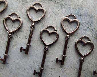 Komoro Gunmetal Black Skeleton Key in a Heart Shape - Set of 10