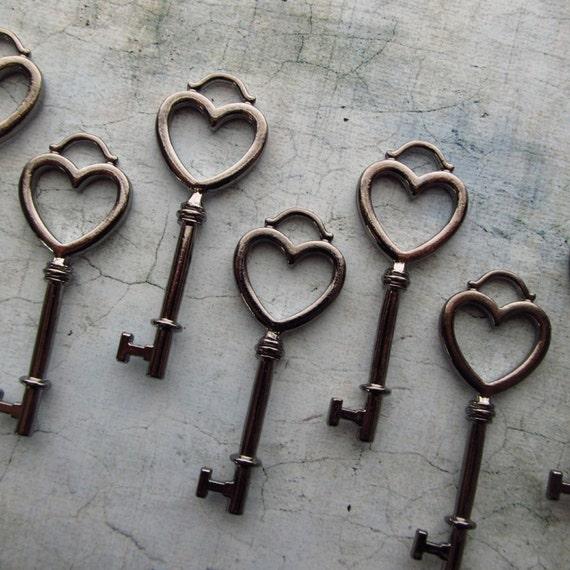 Komoro Gunmetal Black Skeleton Key in a Heart Shape Set of