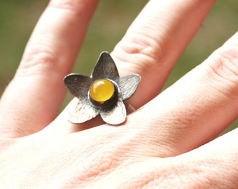 Oxidized Flower Yellow Chalcedony Stone Sterling Silver Comfort Fit Band Ring Size 5.5 to 6