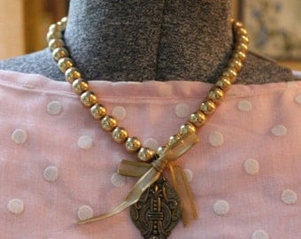 Elegant Gold Vintage Pendant Necklace