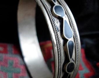 Moroccan black tarnished enamel bracelet bangle