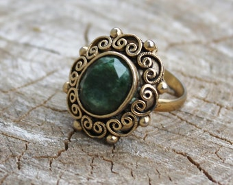 Vintage Green Marble Faceted Stone in Gold Ring