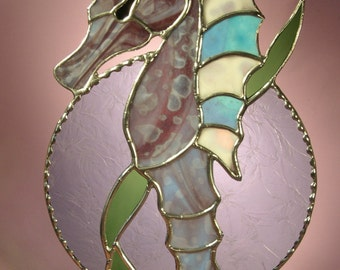 Sea Horse Holding On Sea Leaf   (351)