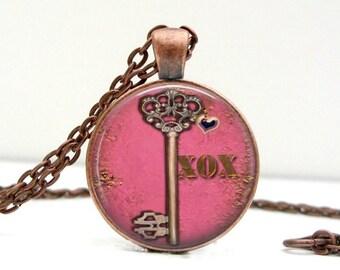 XOX Key Necklace : Valentine's Day. Art Pendant. Picture Pendant. Photo Pendant. Handmade Jewelry. Lizabettasn (3108)