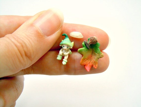 Micro fairy with leaf bed - baby pixie in light green