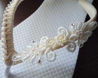 Ivory Flip Flops. Bridal flip flops, flip flops wedding, wedding flip flops, wedding flats, bridal flats, beach flip flops. mdw-0003