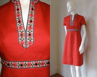 Vintage 1960s 1970s Carlye Beaded Embellished Linen Dress