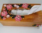 Soft pink quilled daisies wooden tissue box
