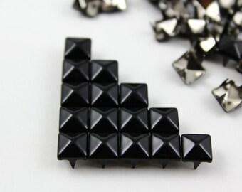 100Pcs 7mm Black Color PYRAMID Studs (CP-BL07)