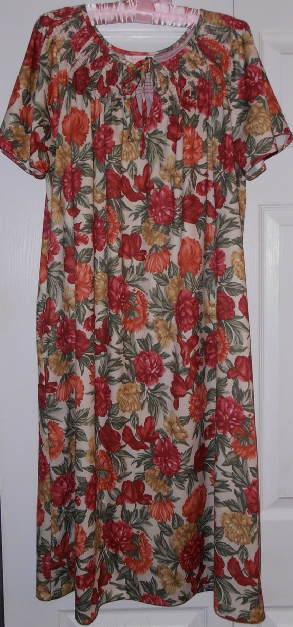 1980 Carriage Court Moo Moo House Dress Lingerie Nightgown