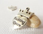 Antique Silver Tone Vintage Knitting Queen Heart And Crown Charms 25x17mm - 10Pcs - DF20589 - diycharm