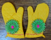 Retro 80's Oven Mitt Set, Insulated Hot Pads, Wild Crow Farm, Retro Kitchen