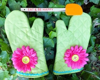 Green Oven Mitt Set with Hot Pink Flower and Electric Blue Rick Rack, Insulated Hot Pad