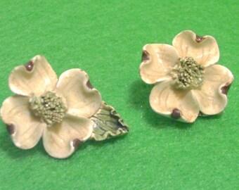 Ceramic Dogwood Blossom Clip Earrings - White - Vintage