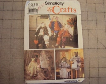 Craft pattern, rabbit with clothes,  Simplicity 9336 from 1989