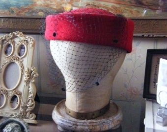 Vintage Red Doeskin Felt 100% wool  black net veil Pillbox Hat USA