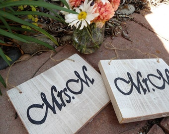 Mrs and Mr Wedding Sign Bride and Groom Wooden Reception Decoration Hand Painted Shabby Chic Beach Garden bridal shower gift