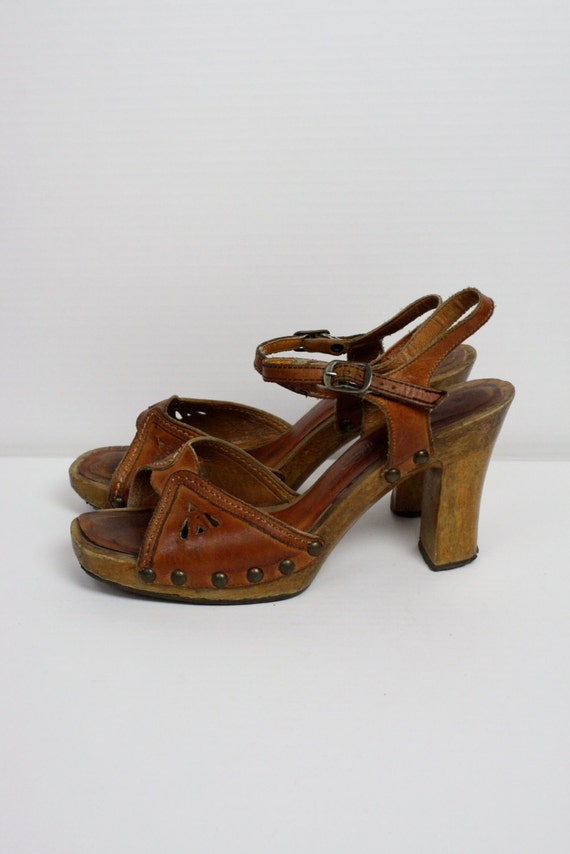 vintage wooden platform shoes size 7 5 brown by tribeofseven
