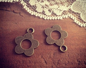 6 - Flower Charms, Antique Bronze, Small Flower, Vintage Jewelry Supplies G015