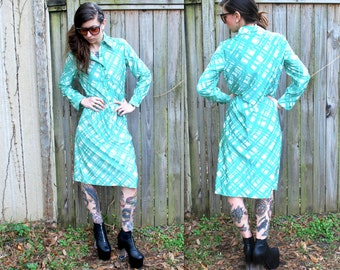 Vintage // 1970's Mod Long Sleeve Poly Maxi // Pastel Sea foam Green and Cream // Size 12 Designer