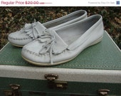 ON SALE Vintage White Leather Minnetonka Moccasins Size 10