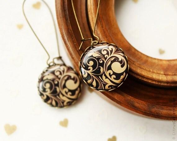 Victorian style filigree earrings. Gold black earrings, romantic jewelry, evening jewelry, black earrings, elegant earrings